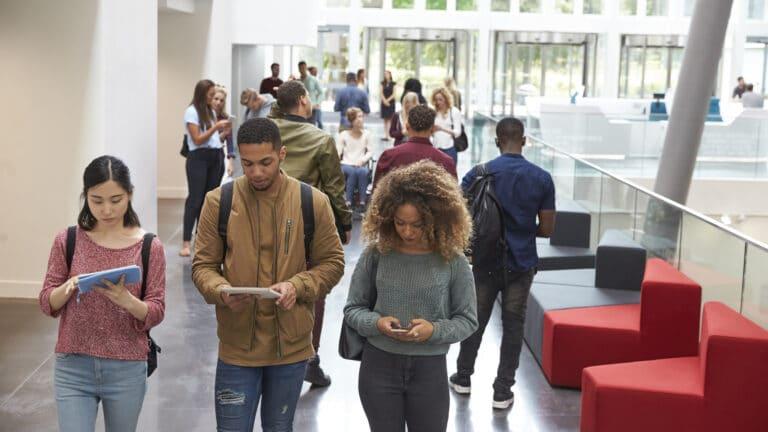 Der Smart Campus dient als Schnittstelle zwischen Smart Homes und Smart Cities.